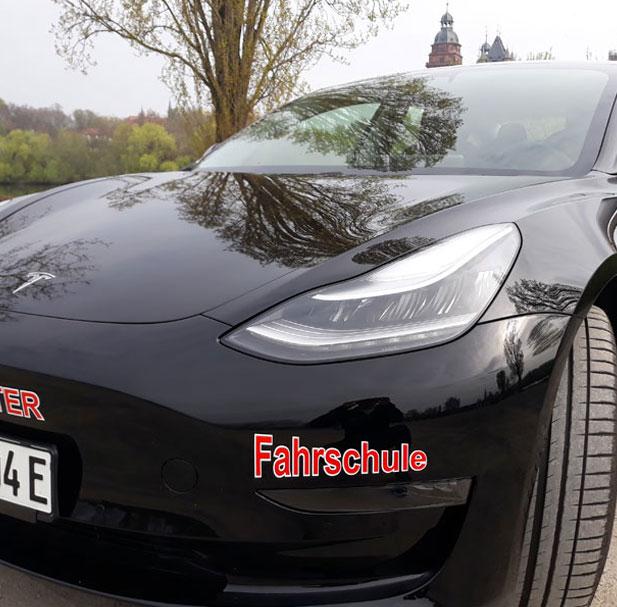 Tesla-Fahrschule in Aschaffenburg | Führerschein | Unser Special